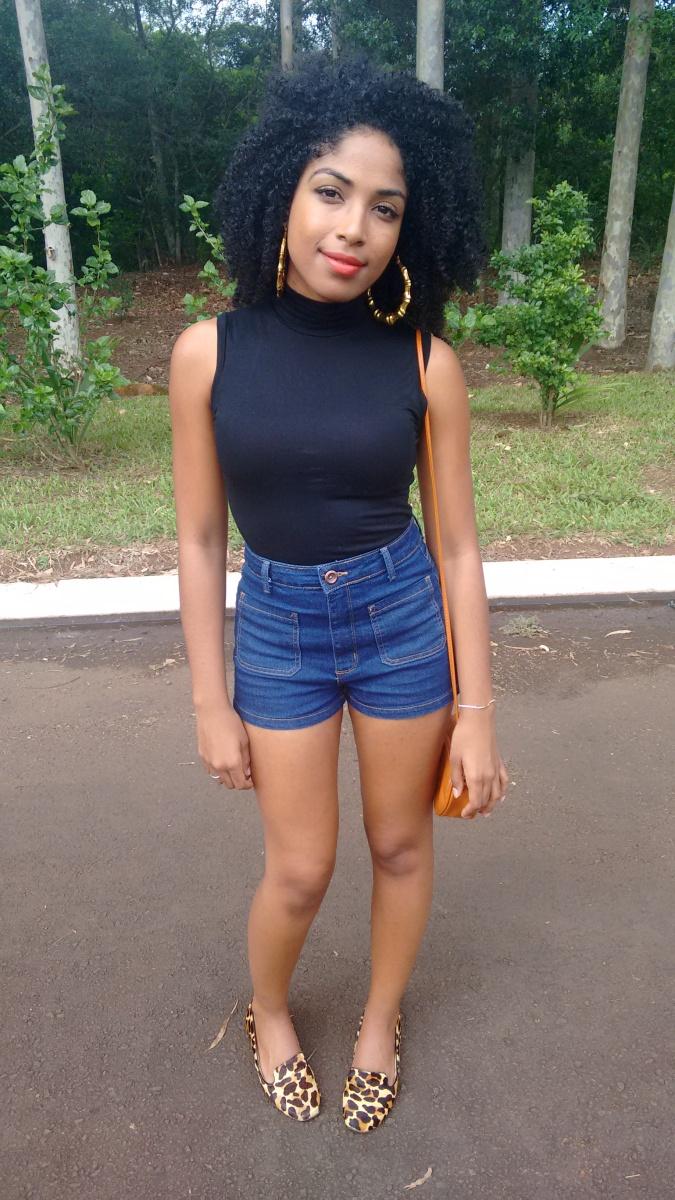 Meu Look.Blusa Gola Alta Rolê e Shorts Jeans